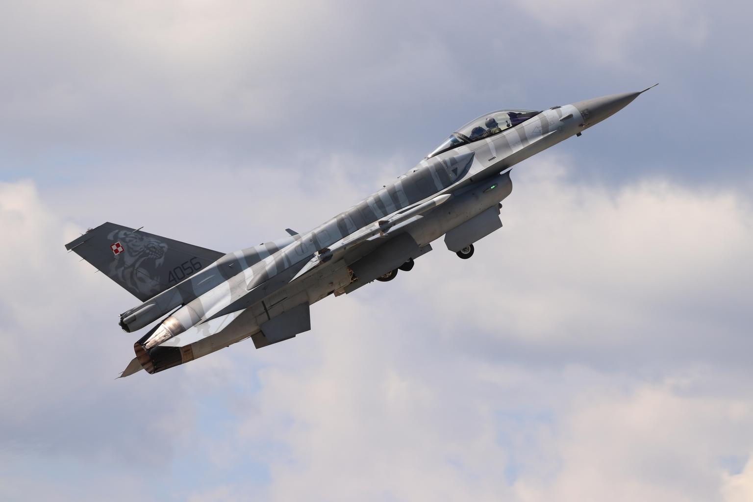 A Tiger Demo Team Poland bemutatócsapat F-16C vadászgépe felszállás közben a szliácsi SIAF 2019 repülőnapon #moszkvater