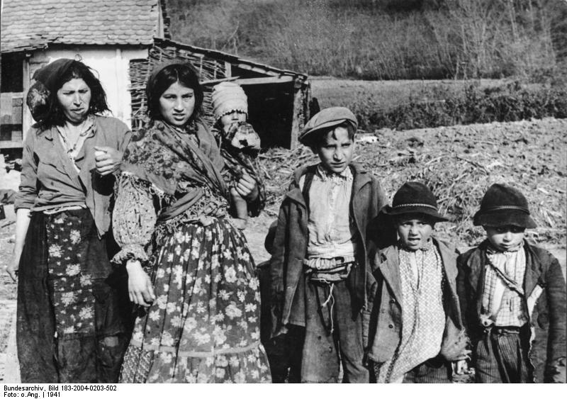 Propagandakép egy roma családról 1941-ben a német és olasz protektorátus alatt álló Zágráb közelében Fotó:Wikipédia/Bundesarchiv #moszkvater