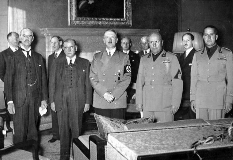 Chamberlain, Daladier, Hitler, Mussolini és Ciano a müncheni paktum aláírásakor 1938-ban #moszkvater