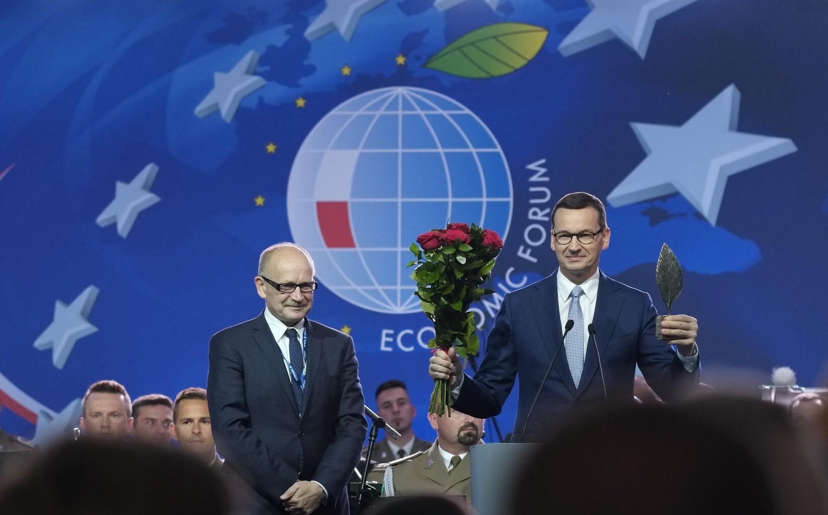"""Mateusz Morawiecki lengyel kormányfő kapta az Év embere díjat kapta a """"közép-európai kis-Davosnak"""" is nevezett Krynicai Nemzetközi Gazdasági Fórumon, amelyet idén 29. alkalommal rendeztek meg. Fotó:Tóth Tibor #moszkvater"""