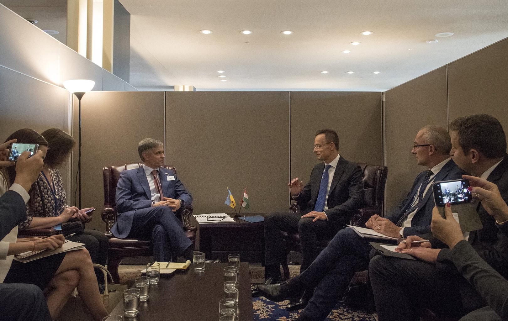Szijjártó Péter külgazdasági és külügyminiszter (j3) és Vadim Prisztajko ukrán külügyminiszter (b3) megbeszélést folytat az ENSZ-közgyűlés ülésszaka alkalmából, New Yorkban 2019. szeptember 26-án #moszkvater