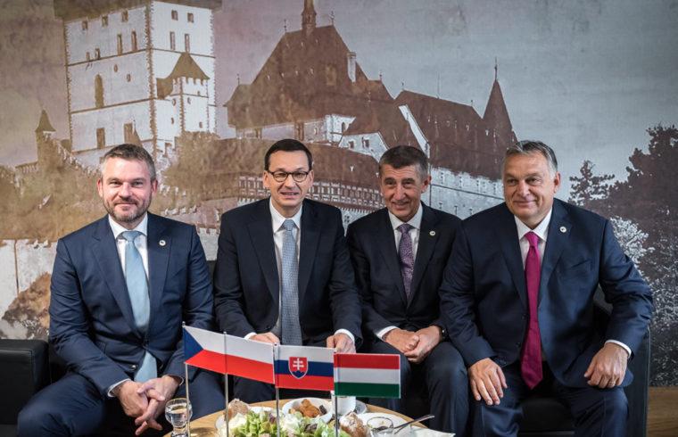 Peter Pellegrini szlovák, Mateusz Morawiecki lengyel, Andrej Babis cseh és Orbán Viktor magyar kormányfő (b-j) a visegrádi országok (V4) egyeztetésén, az EU-csúcs ülése előtt 2019. október 17-én #moszkvater