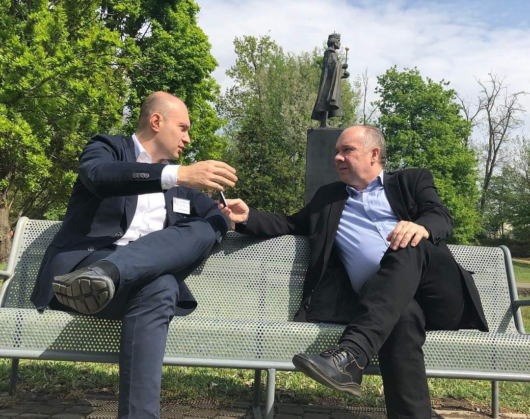 Andrej Buzarov (balra) ad interjút a #moszkvater számára Stier Gábornak Nyíregyházán #moszkvater