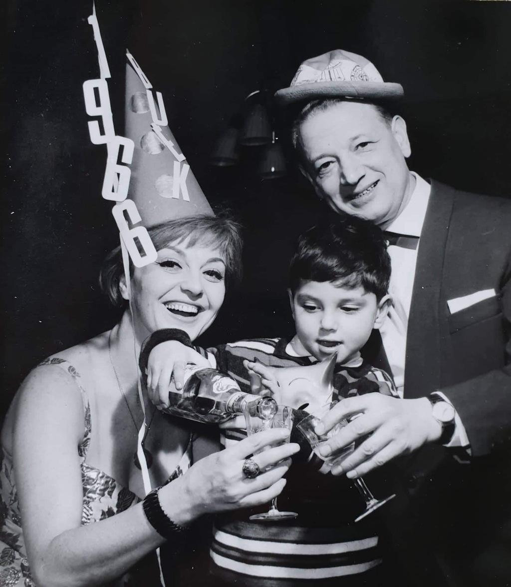 Szilveszter 1966 - együtt a család: Sárosi Katalin, Zsoldos Gábor és Zsoldos Imre #moszkvater