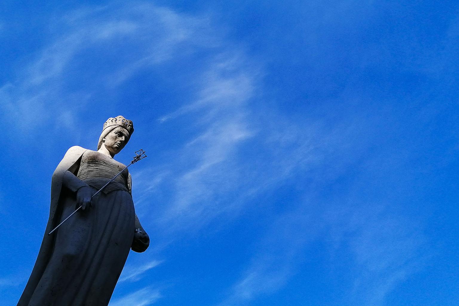 Szent Hedvig – Jadwiga szobra a budapesti Belvárosi Ferences templom kertjében #moszkvater