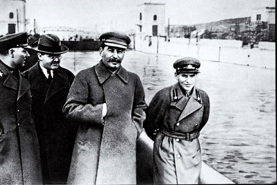 Vorosilov, Molotov, Sztálin és Jezsov sétája a Moszkva-Volga csatorna partján #moszkvater