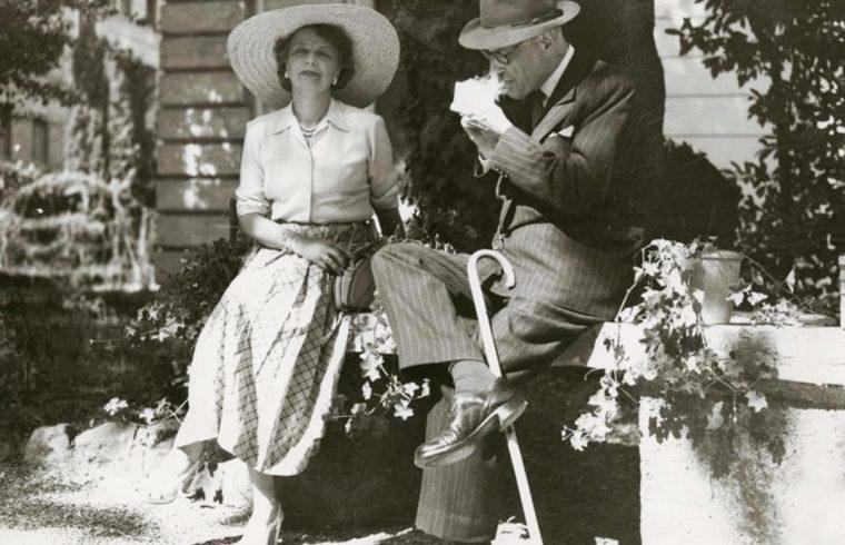 Károlyi Mihály és Felesége Andrássy Katinka a római magyar nagykövetség kertjében 1942-ben #moszkvater