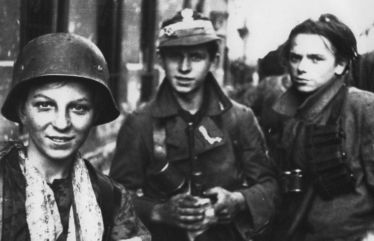 """A """"Radosław Regiment"""" katonái a Śródmieście kerületben, 1944. szeptember 2-án Varsóban #moszkvater"""
