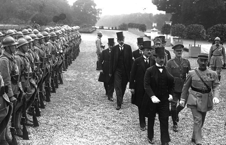 A két aláíró, Benárd Ágost és Drasche-Lázár Alfréd érkezése 1920. június 4-én a Versailles-i Nagy Trianon Palotába #moszkvater