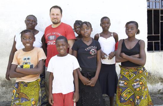 Tarrósy István Kongóban az Afrikáért Alapítvány árvaháza és iskolája, ahol a önkéntes munkát végzett #moszkvater