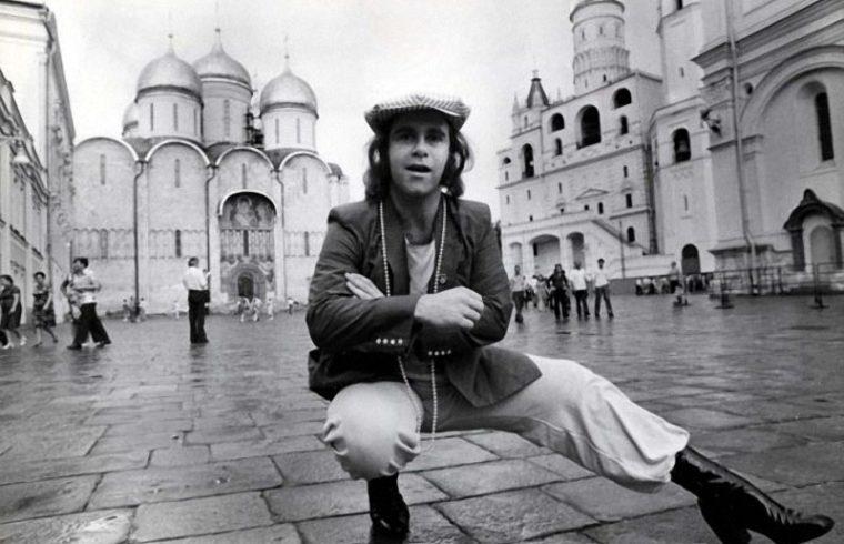 Elton John a moszkvai Vörös téren 1979-es turnéja során #moszkvater