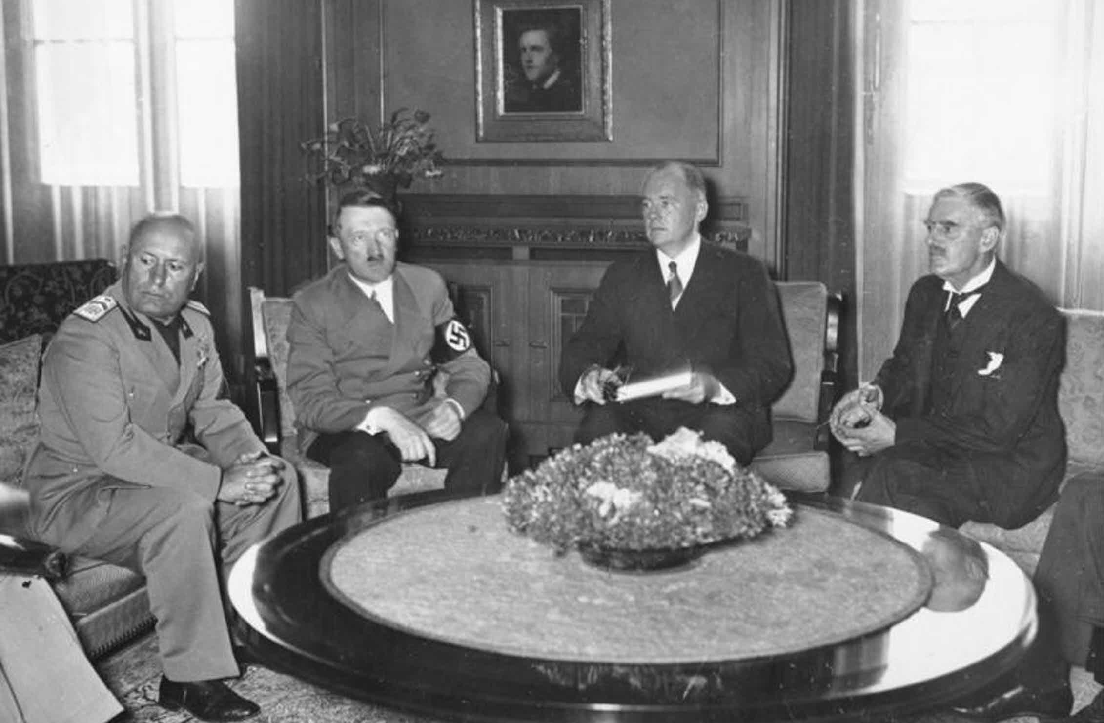 Mussolini, Hitler és Chamberlain Münchenben, 1938. szeptemberében #moszkvater