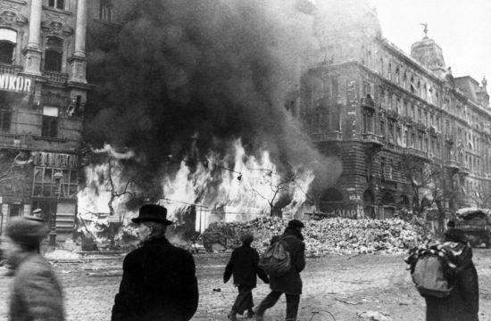 A Nyugati (akkor Berlini) tér 1945 májusában a Váci út felé nézve #moszkvater