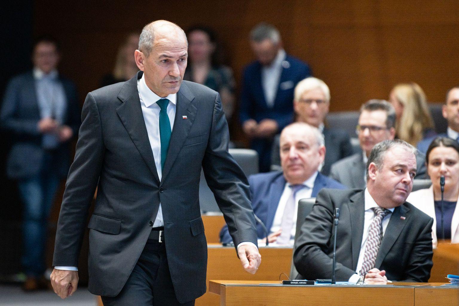 Janez Janša érkezik a szlvoén Nemzetgyűlésbe, beszédének megtartására Ljubljanában 2020. március 3-án #moszkvater