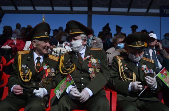 A katonai parádékat kedvelők figyelme most jobb híján Minszkre szegeződött, hiszen Alekszandr Lukasenko a járvánnyal is dacolva a szokásokat megtartva emlékezett a Győzelem napján #moszkvater