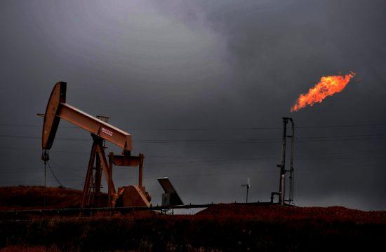 """""""A magas ár tehát hosszabb távon gáz - és olajháborúkhoz vezet egyfelől az Egyesült Államok, másfelől mindenki más között. Ez, mint tudjuk, a gáz esetében jó ideje zajlik, de az olaj esetében is megkezdődött"""" #moszkvater"""