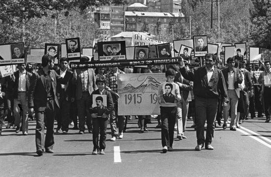A szumgaiti pogromra emlékező temetési menet Jerevánban 1988. április 24-én #moszkvater