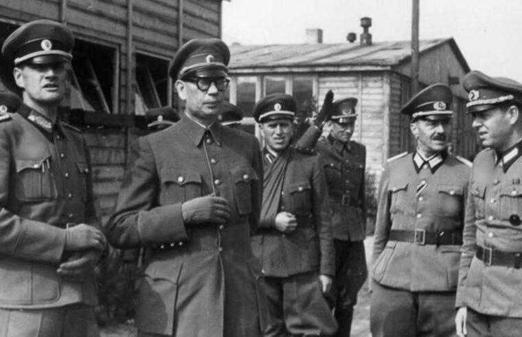 Andrej Vlaszov tábornok (balról a második) 1944-ben, Berlin közelében #moszkvater